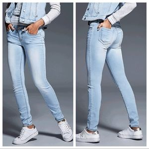 Guess CINDY LOW-RISE POWER SKINNY JEANS size 26